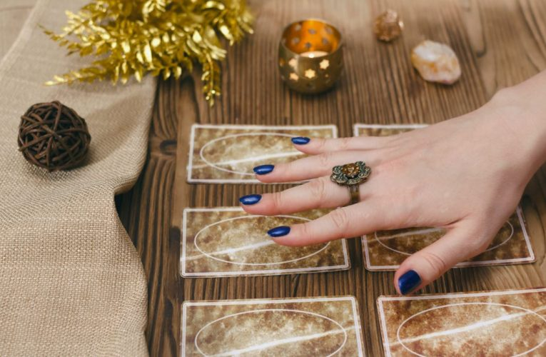 Using Tarot Cards to Have a Love Triangle